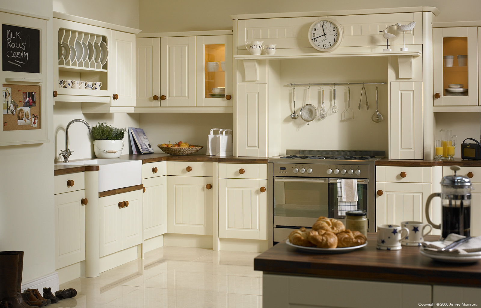 Vanilla Newport kitchen by BA Components.