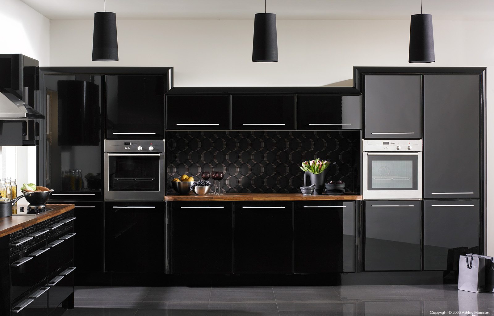 High gloss, black kitchen by BA Components.
