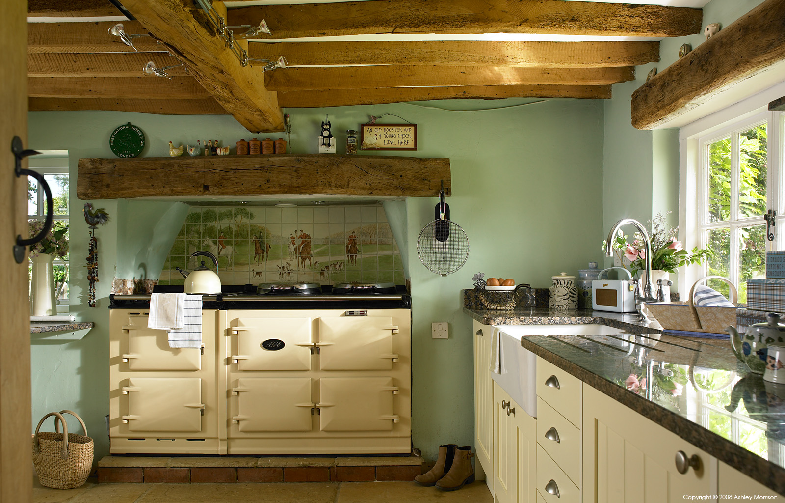 Country style kitchen in tracey annison and andy rosser 39 s for Country cottage kitchen design